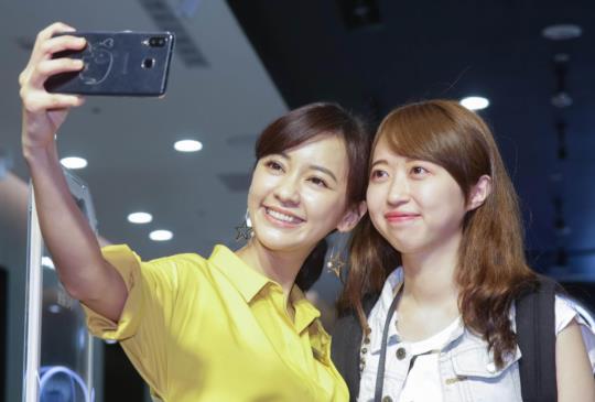 「元氣女神」陳意涵 6 月 30 日擔任台北三創門市的一日店長