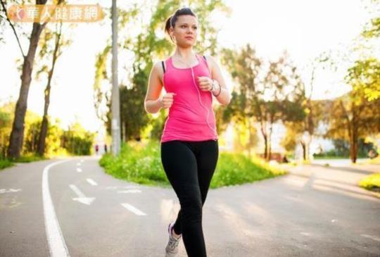 【散步是最佳有氧運動!學會髖關節步行,燃脂加倍】
