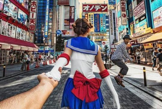 【浪漫牽手夫妻化身美少女戰士征服秋葉原《Follow me to x日本x美少女戰士》】