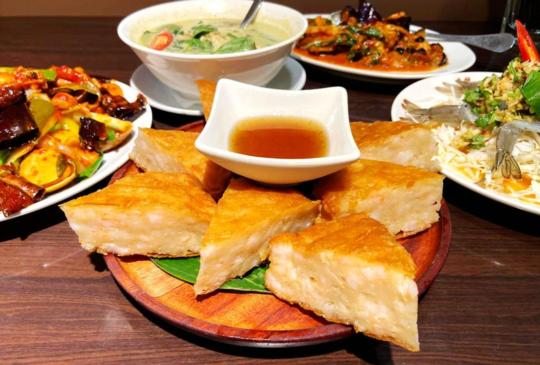 這不是發糕!「泰獅泰式料理」浮誇界月亮蝦餅-地表最厚!