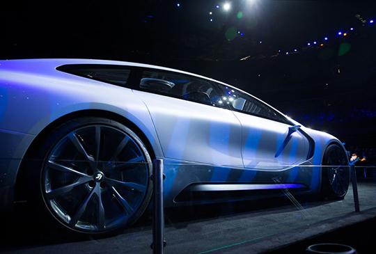 標榜超越 Tesla,樂視旗下品牌 LeSEE 首款電動概念車正式亮相