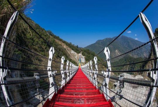 炫麗七彩吊橋VS天空之城雲梯,兩大網美打卡聖地!外加碼周邊熱門景點,讓你一日遊輕鬆上手!