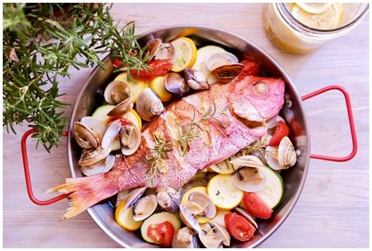異國料理輕鬆做,6大步驟鹽漬檸檬地中海烤魚上菜啦