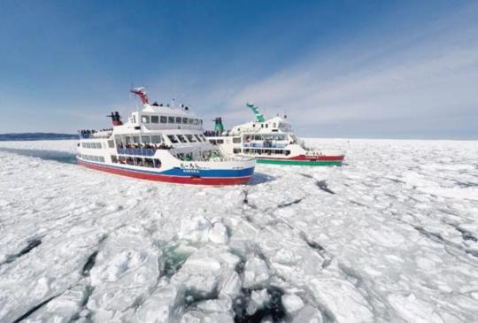 【搭乘破冰船在神祕的冰世界裡體驗冬季的大自然】