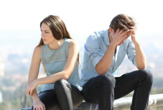【男人不愛妳時會有這三種舉動,勇敢離開錯的人,才能遇見屬於自己的幸福】