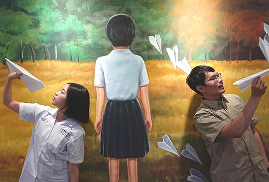 高雄【返校-實境體驗展】學姊返校啦! 《返校》影集主角韓寧、李玲葦重返翠華中學嚇到濕身