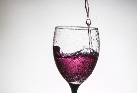 喝紅酒臉紅紅 增食道癌風險50倍