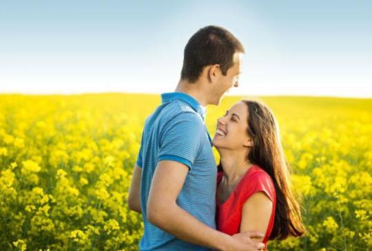 【對的人會給你對的笑容,對的人讓你擁有更完整的自己。三個愛情妙計讓你找到對的愛情】