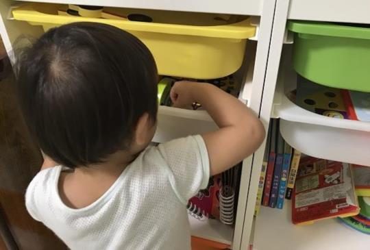 各月齡引導訓練孩子收玩具的時機