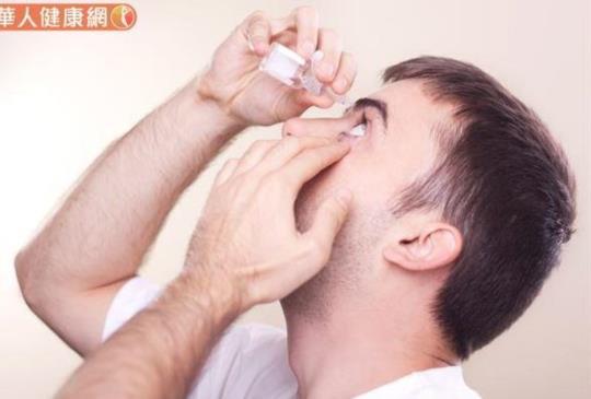 秋天眼睛乾澀紅癢〜防乾眼症,6大營養素不怕缺水又缺油