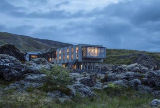 冰島設計旅店:荒野熔岩中的長方盒子