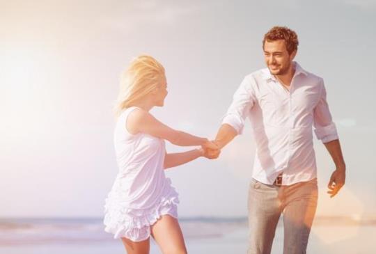 【看懂男人愛上妳的五種肢體語言】