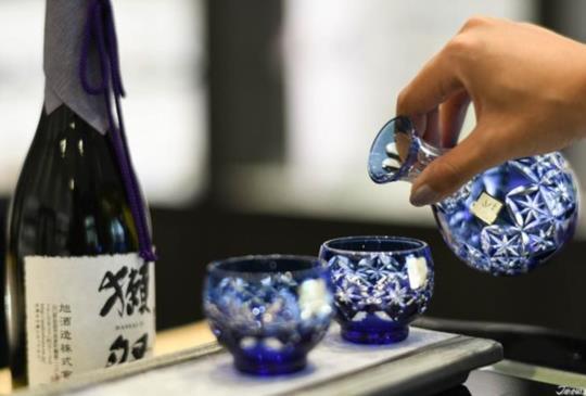 最深刻的伴手禮 KAGAMI 的江戶切子每一道花紋都是日式精神