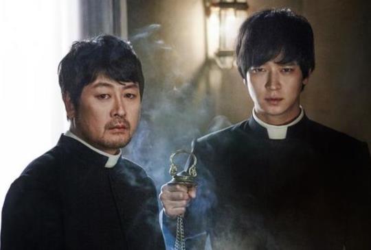 【男神拯救著魔少女,《黑祭司》刷新南韓靈異電影票房成績】