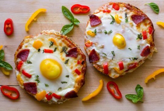 3分鐘準備創意早餐!超好吃快速料理「起司貝果PIZZA」