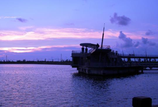 【高雄】南台灣也有情人碼頭 賞日落雲影的好去處
