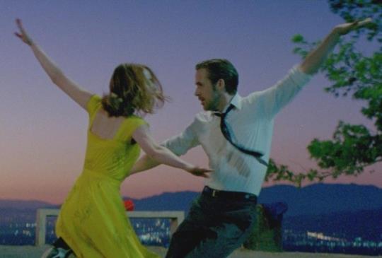 【新聞】《樂來越愛你》雷恩葛斯林深情獻唱 攜艾瑪史東星空漫舞