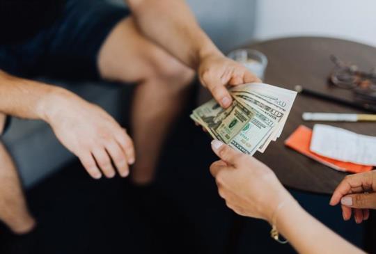 【呂秋遠:談感情傷錢,談錢傷感情,人生不是只能二選一】
