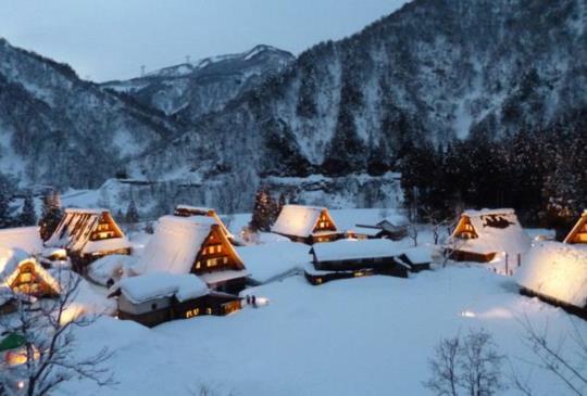 終於看到了冬季童話故事中的「合掌村」~女王的日本富山圓夢之旅!