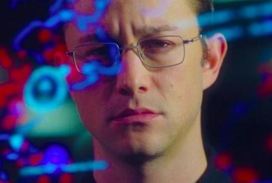 《神鬼駭客:史諾登》具形象精髓的形式不完美