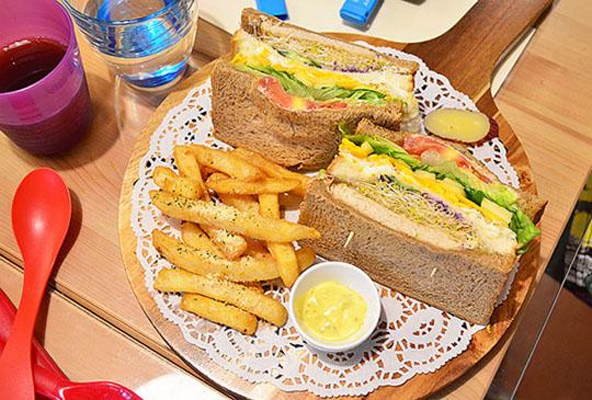 鳥羽花香,是民宿也是餐廳,早午餐店in花蓮~
