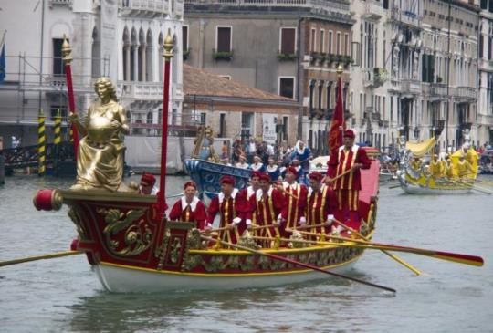 極致繽紛點綴浪漫水都!威尼斯賽船節(Historical Regatta)熱鬧開賽!