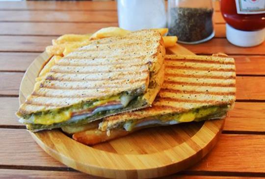 三明治創新意!美味肉燥飯帶著吃【Bodis三明治專賣店】