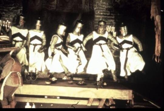 《聖杯傳奇》乘載中古歐洲的無厘頭,你所不知的亞瑟王!