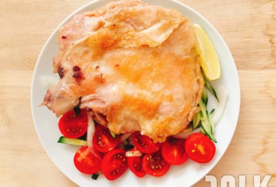【10分鐘零失手料理】:懶女也上手,夏日營養清爽推薦--嫩煎檸香雞腿排!