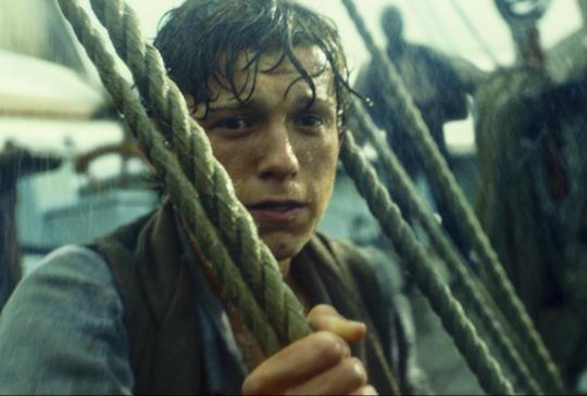 【《白鯨傳奇:怒海之心》電影新畫面釋出 湯姆荷蘭、班維蕭揭露世紀海難真相】