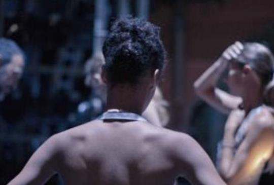 【《遇見黑天鵝王子》挑戰傳統芭蕾舞的沉疴之旅】