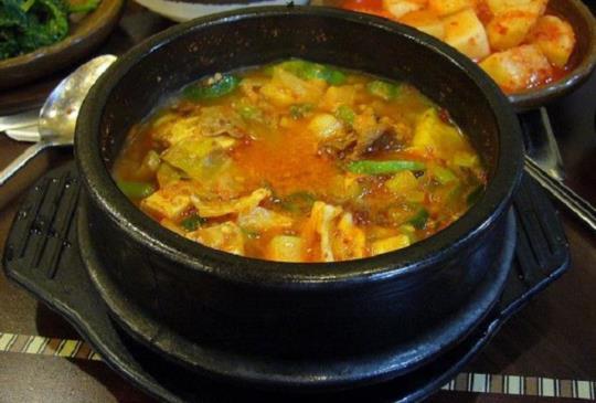 在韓國吃飯碗不能端起來?你不知道的韓式用餐禮儀!