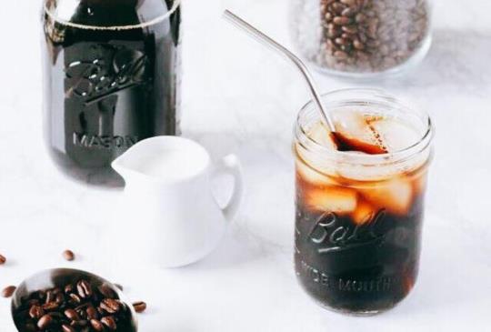 內科人的最愛,限量冰釀好口味,夏日沁涼荔枝拿鐵,好時好日煎焙咖啡內湖店