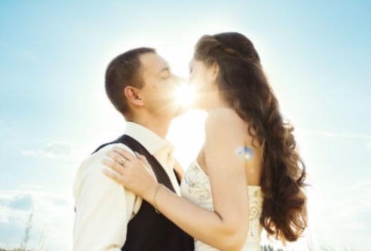 【愛情的吸引力法則:只要相信,宇宙就會讓妳找到人生的真愛!】