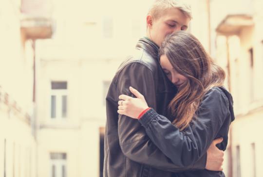 【一場意外奪走了平靜的生活,但他們沒有放棄,因為他們說好了,要牽手一輩子。】
