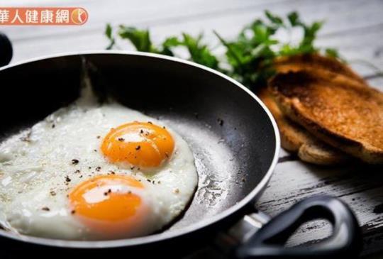 蛋白質缺乏想吃甜食、掉髮、失眠…7大徵兆快check!