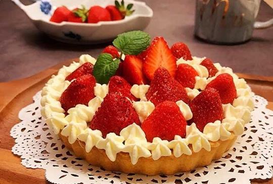 夢幻甜點~草莓鮮奶油塔 (美國漢美馳多功能食物料理機食譜~)
