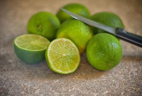 檸檬水能防癌?營養師:過量傷胃