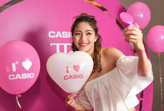 CASIO 發表超強自拍機 TR mini,搭載 8+1 補光燈照出女神肌膚