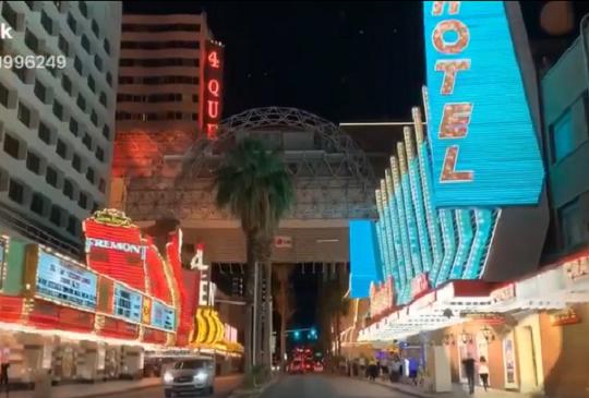 跟著Emily去旅行:來賭城不賭也精彩!Las Vegas的老城超有趣!|拉斯維加斯