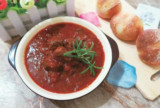 【小資女必學簡易西餐,在家都煮得到餐廳般美味的燉牛肉】