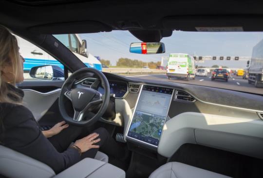 Tesla 計劃以現有技術提升自動駕駛性能,而不是加裝其他硬體