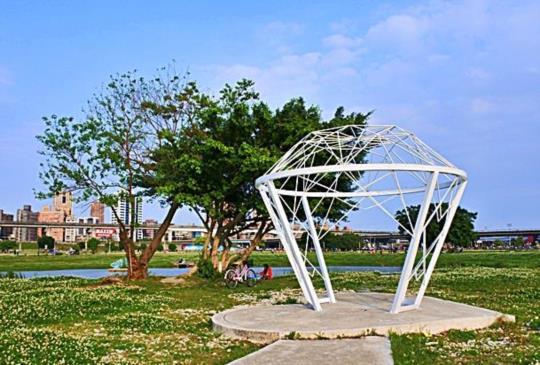 騎單車悠遊大臺北都會公園,幸福水漾公園造景超好拍!