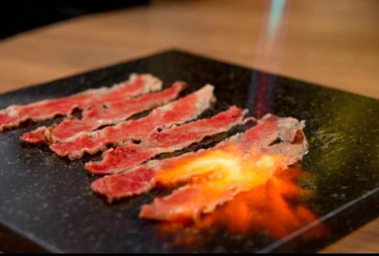 《真‧牛肉麵》一碗入魂,每日限量頂級安格斯紅燒牛肉湯麵