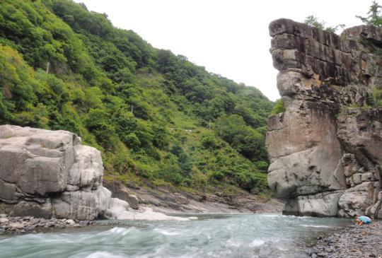 氣勢磅礡的一日旅遊‧直上新竹尖石宇老、軍艦岩