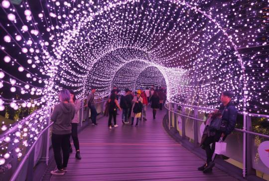 感受歲末的燈海絢爛‧新北歡樂耶誕城(還有半個月)