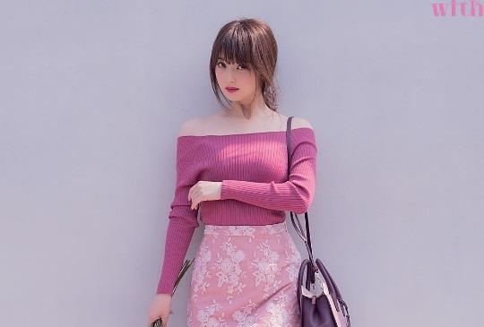 佐佐木希完美詮釋,今年秋天穿搭色彩就選莓果粉紅色!