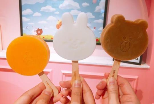 【LINE FRIENDS Cafe X ICE MONSTER首度聯名,熊大冰棒限量開賣】