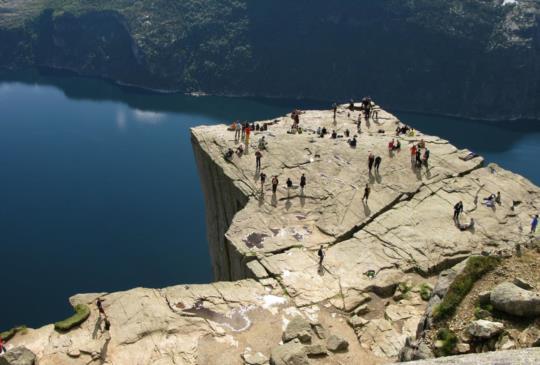 【挪威】驚豔大自然!上帝的完美講台:聖壇岩