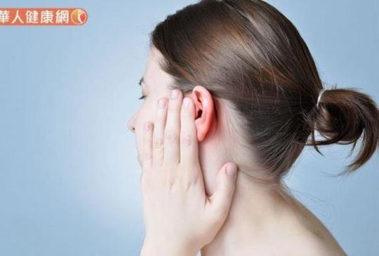 走路暈旋、耳鳴,竟是耳朵長皮蛇?中醫:龍膽瀉肝湯抗發炎、塗抹退熱解毒膏